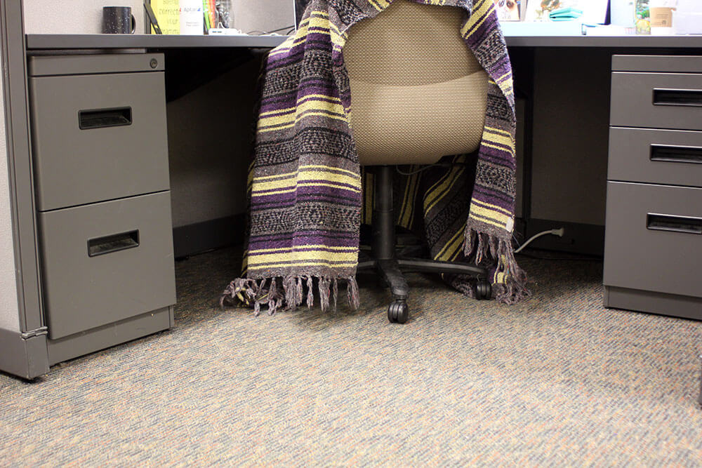 How do you stay warm when the temps inside are just as bad as the ones outside? Click through for the best secrets to staying warm inside a freezing office!