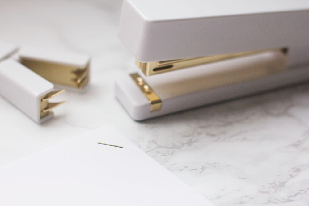 In love with all things gold? Can't blame you! If you're having a hard time finding gold stapes, here's your guide to making your own! The best about them? They're incredibly easy to make. Click through to make your own gold staples!